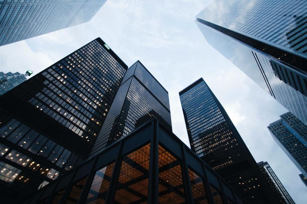 Γιατί μεγάλες επιχειρήσεις επιλέγουν να μετακινηθούν σε συνεργατικούς χώρους;